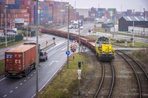 LXinfoImage1143-Antwerp Port level crossing, Infrabel