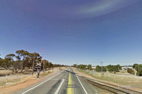 Kellerberrin - AHB level crossing from the west, source Google StreetView